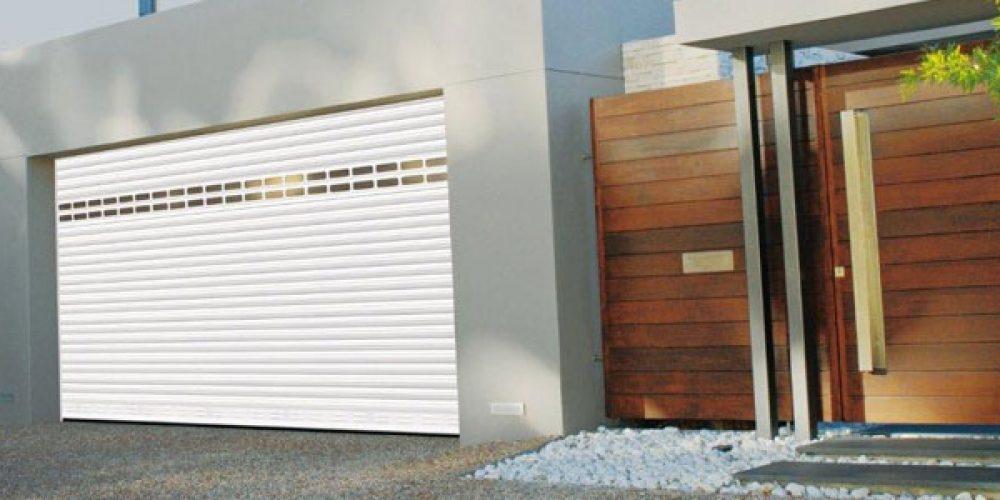 Porte d'entrée, fenêtre, volet et porte de garage
