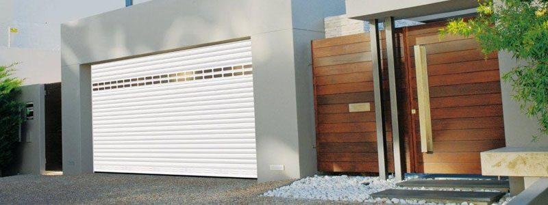 Porte-d-entree-fenetre-volet-et-porte-de-garage