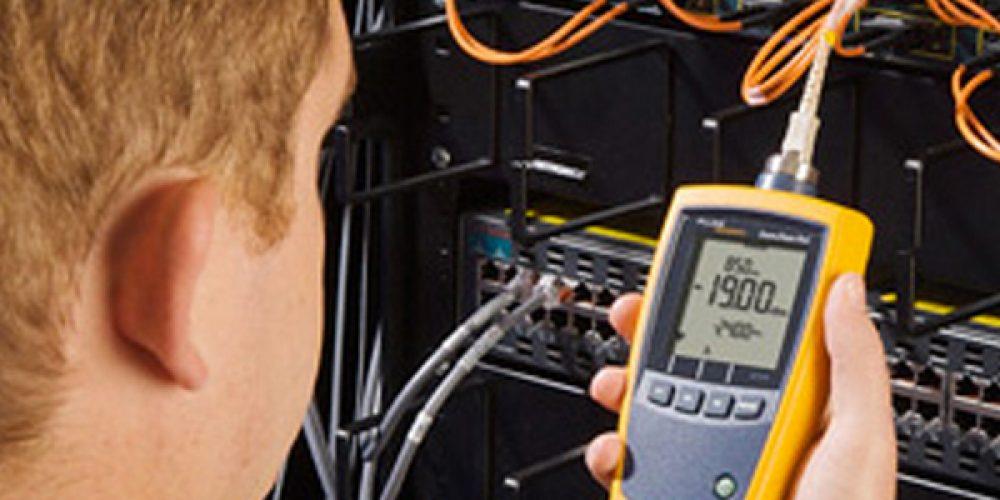 Commander des lasers et des photomètres de fibre optique en ligne