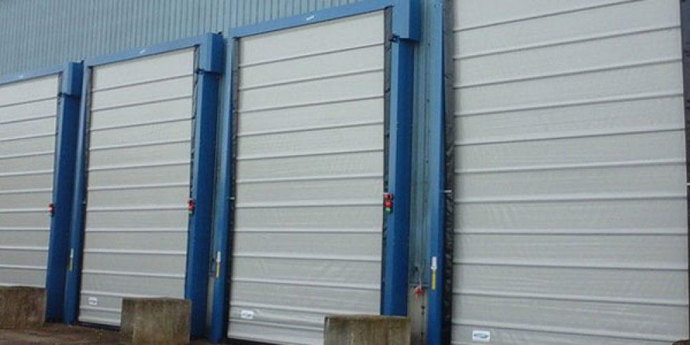 Installation porte industrielle : quels sont les tarifs ?